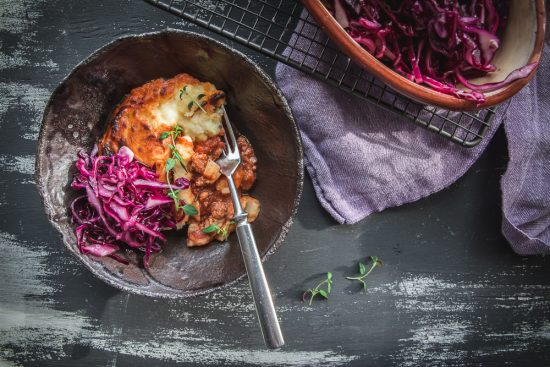 Cottage pie kotimaisilla juureksilla – se parempi jauheliha-perunasoselaatikko