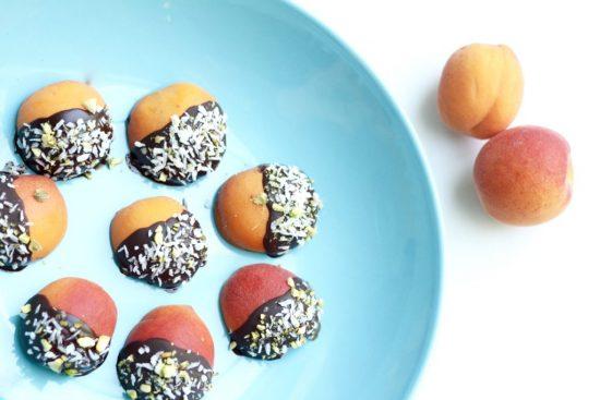 Raakasuklaa-aprikoosit