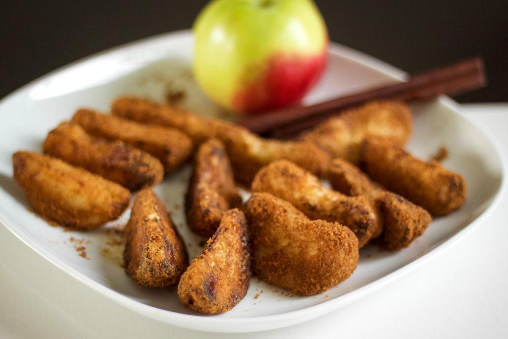 Friteeratut omenalohkot