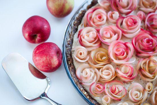 Melkein raaka omenapiirakka