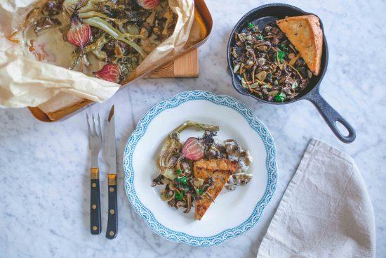 Satokauden uunijuurekset, sienipaistos ja tofupihvit