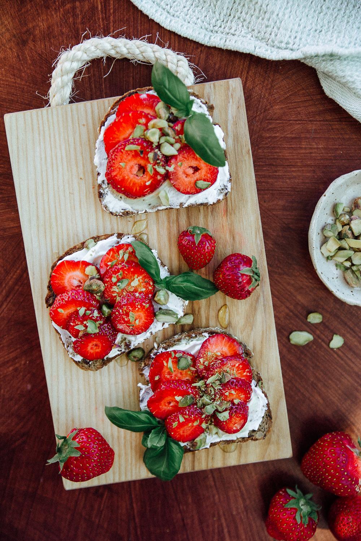 mansikka-vuohenjuustoleipäset