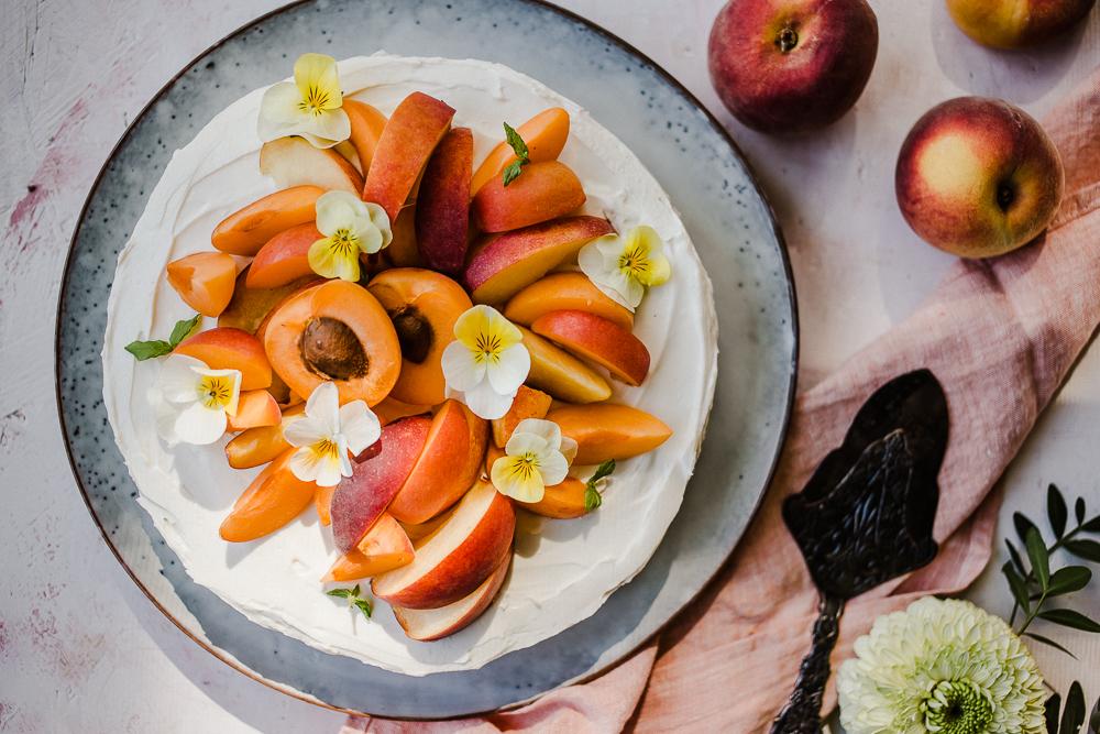 persikkatäytekakku