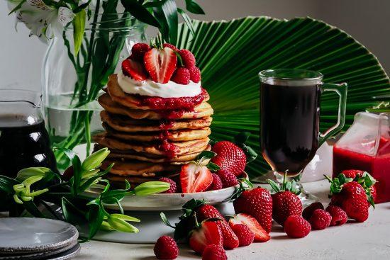 Tansanialaista kahvia & muhkeat hedelmäpannukakut