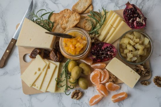 Illanistujaisten helppo juustotarjotin