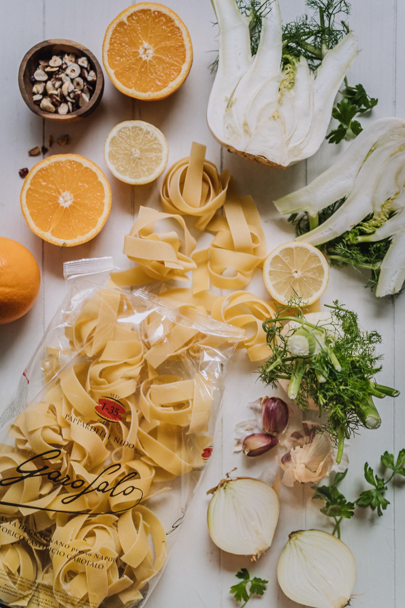 Appelsiini-fenkolipasta