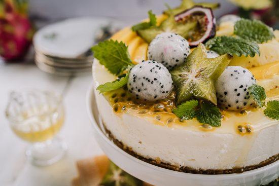 Jogurtti-juustokakku eksoottisilla hedelmillä