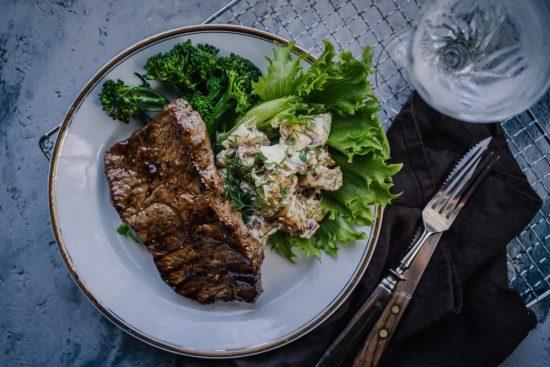 Grillatut teriyaki-pihvit & paahdettu perunasalaatti