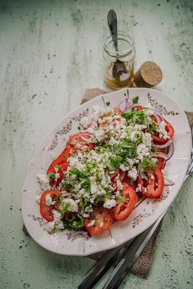 tomaatti-fetasalaatti