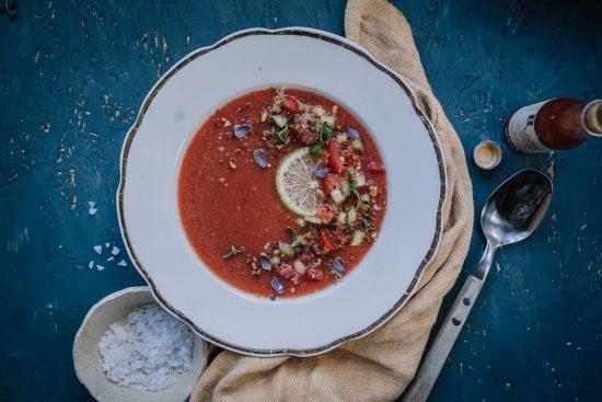 Kuuman kesän raikkain ruoka on vesimelonigazpacho