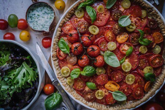 Tomaattipiiras hurmaa loppukesän puutarhajuhlissa