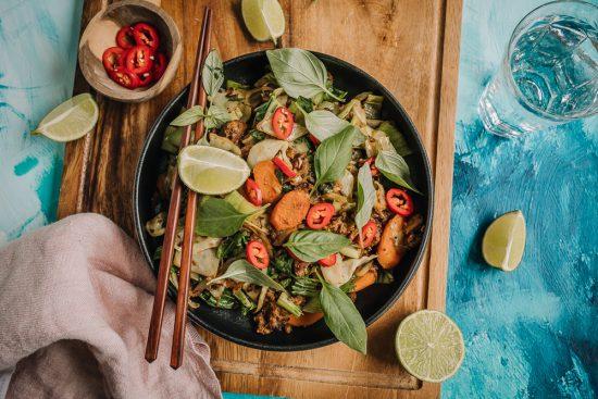 Uusia makuja kotikeittiöön – nyt kokataan Pak Choi -kaalipaistosta!