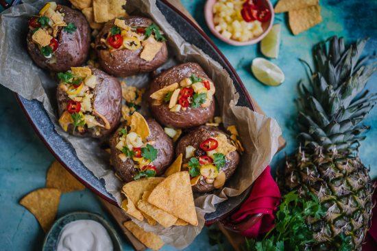 Taco-uuniperunat halloumimurulla ja ananaksella!