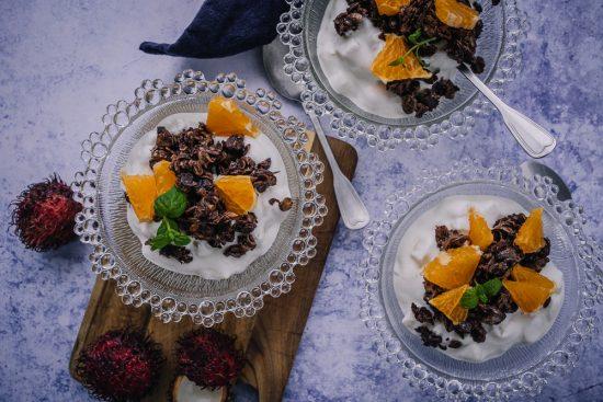 Eksotiikkaa arkeen bataattipihveillä, passionhedelmä-rahkapullilla sekä suklaagranolalla höystetyllä hedelmärahkalla