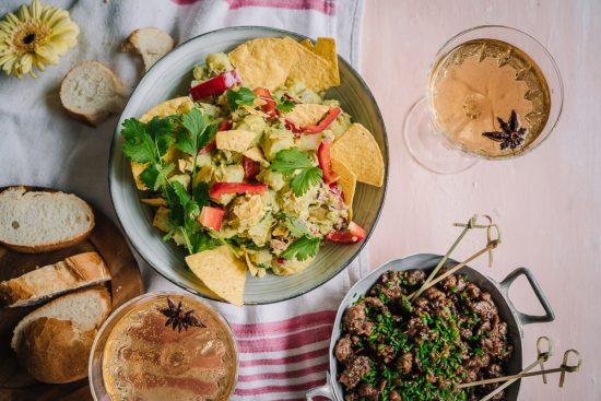 Vaihtelua vappupiknikille: guacamole-perunasalaatti, chipotle-glaseerattu Nyhtökaura ja mausteinen sima